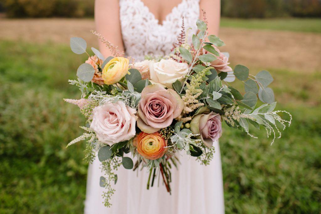 romantic tones in a bridal bouquet