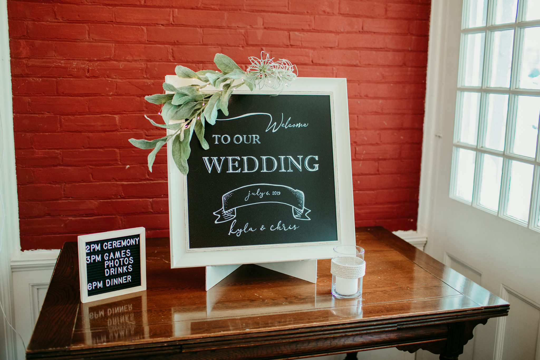wedding sign upon entry of the inn