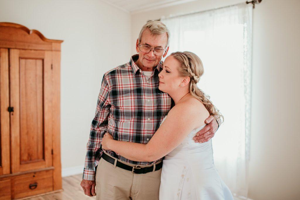 bride emotionally hugging her father
